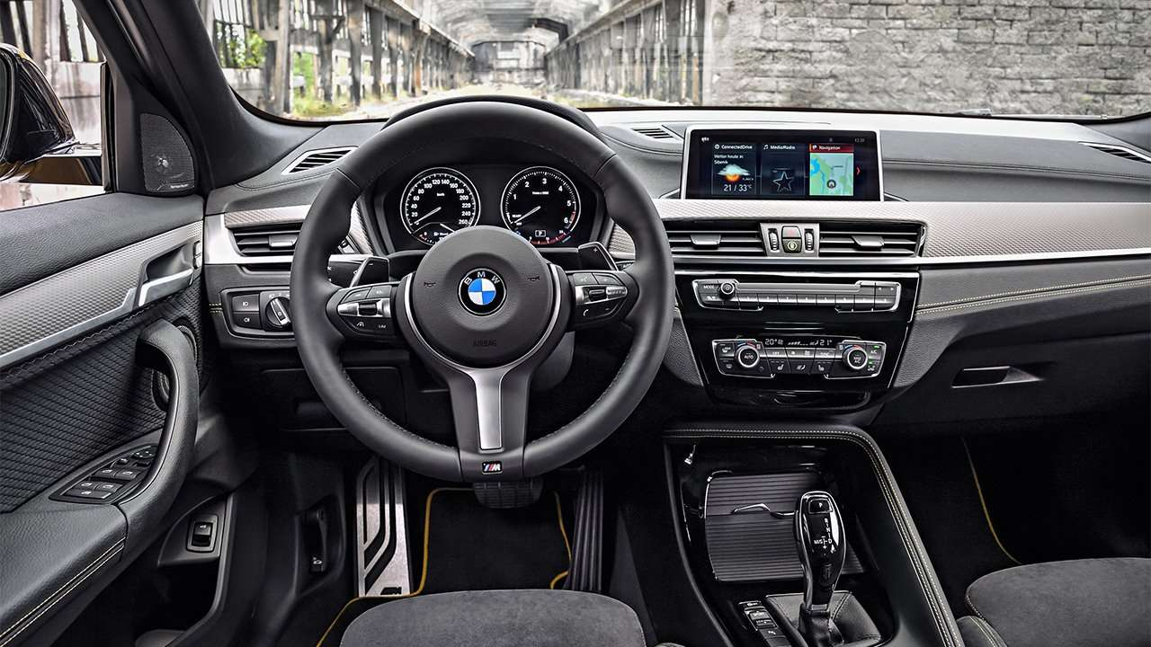 Фото салона BMW X2 2020-2021