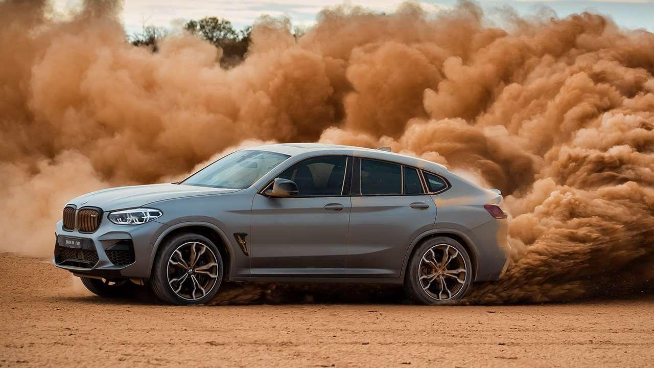 BMW X4M 2020-2021 в заносе