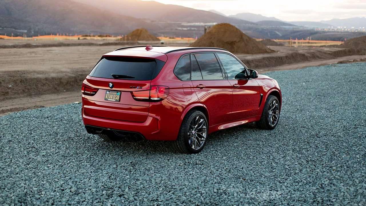 BMW X5M F85 фото сзади