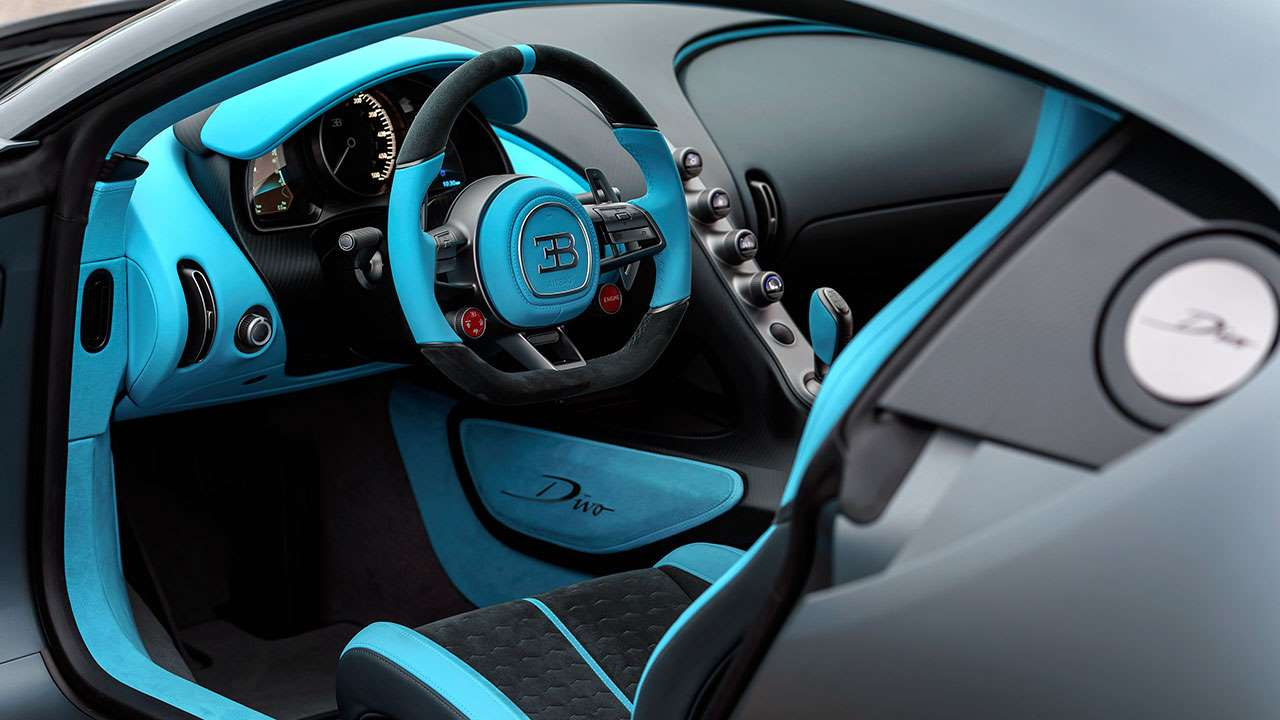 Салон гиперкара Bugatti Divo