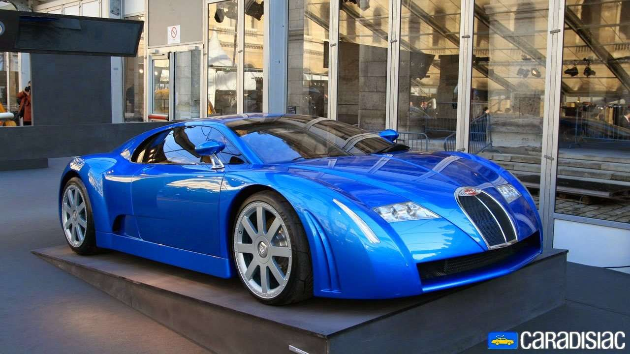 Фото синей Bugatti EB 18/3 спереди