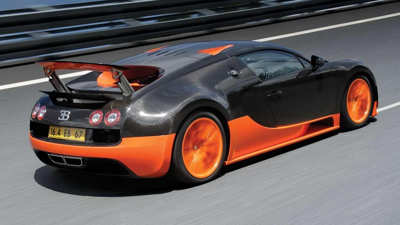 Bugatti Veyron 16.4 вид сзади