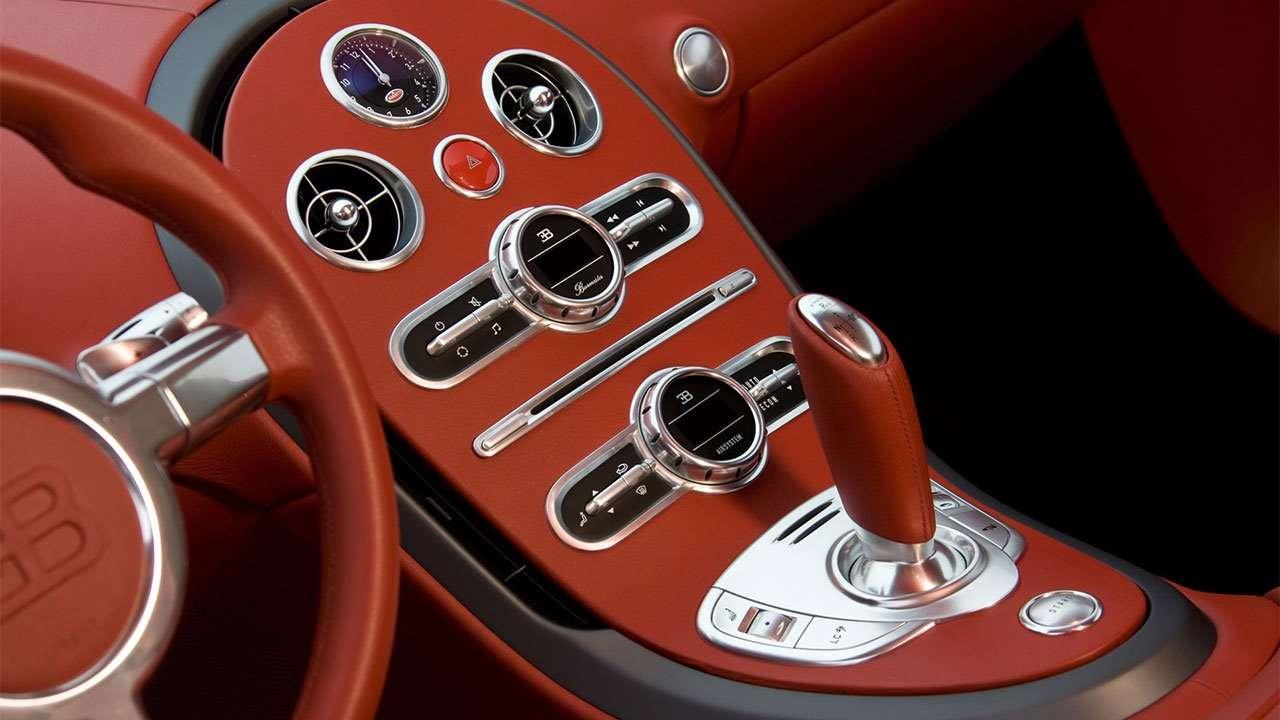 Центральная коносль Bugatti Вейрона 16.4