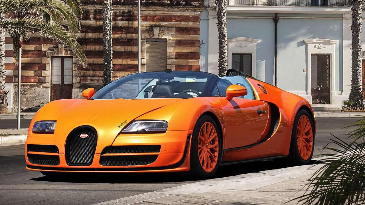 Фото оранжевого Бугатти Veyron