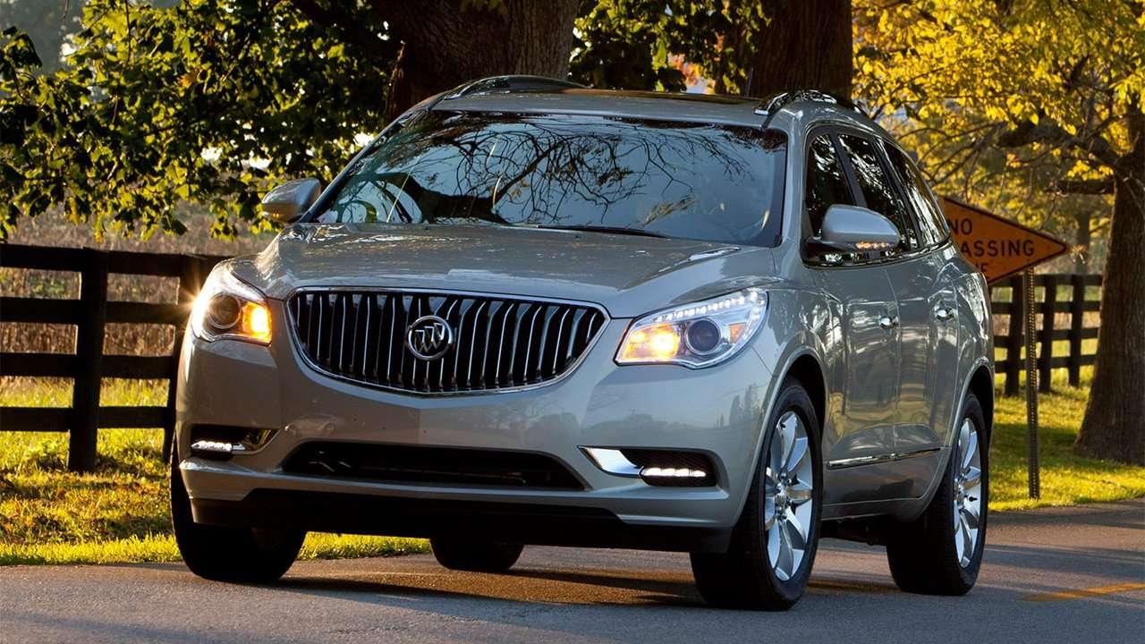 Buick Enclave рестайлинг на дороге