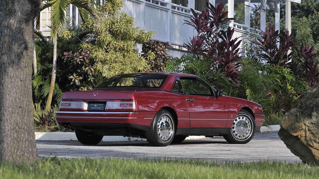 Cadillac Allante фото сзади