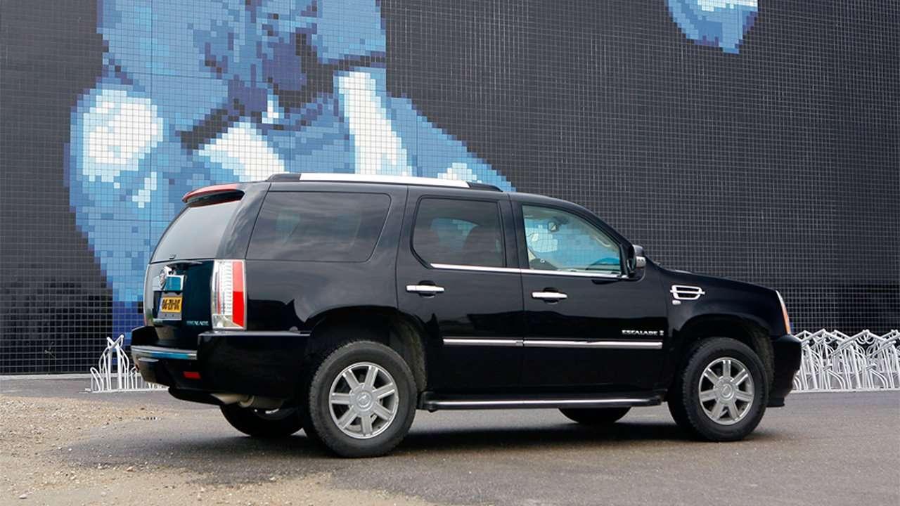 Корма третьего поколения Cadillac Escalade