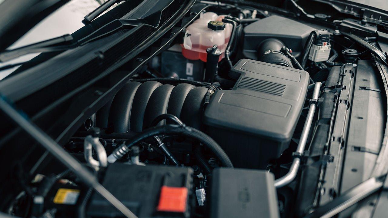 Черный Cadillac Escalade 2020-2021