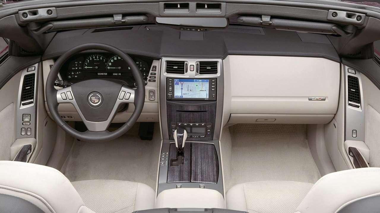 интерьер Cadillac XLR