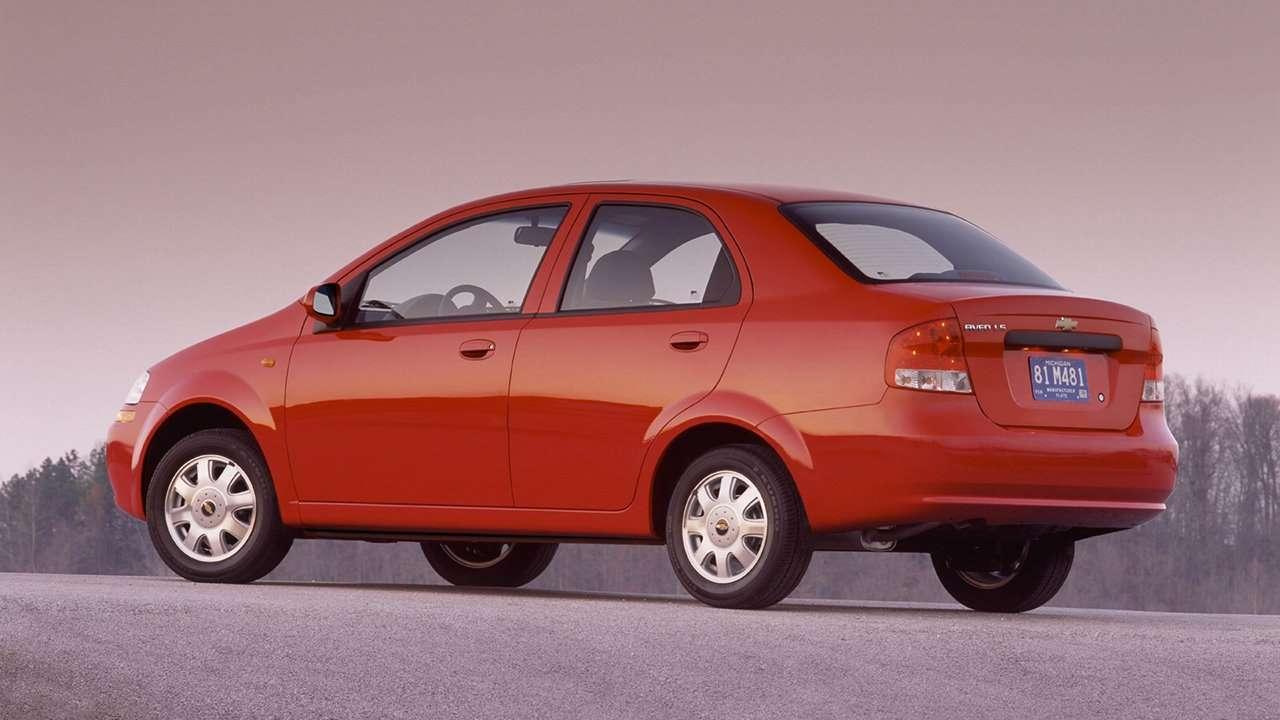 Chevrolet Aveo T200 (2003-2008) фото сзади