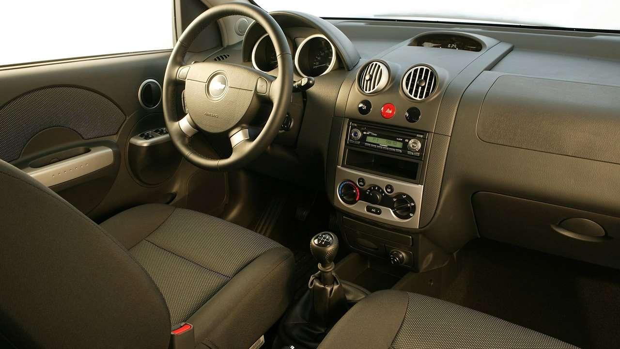 Chevrolet Aveo T200 (2003-2008) салон