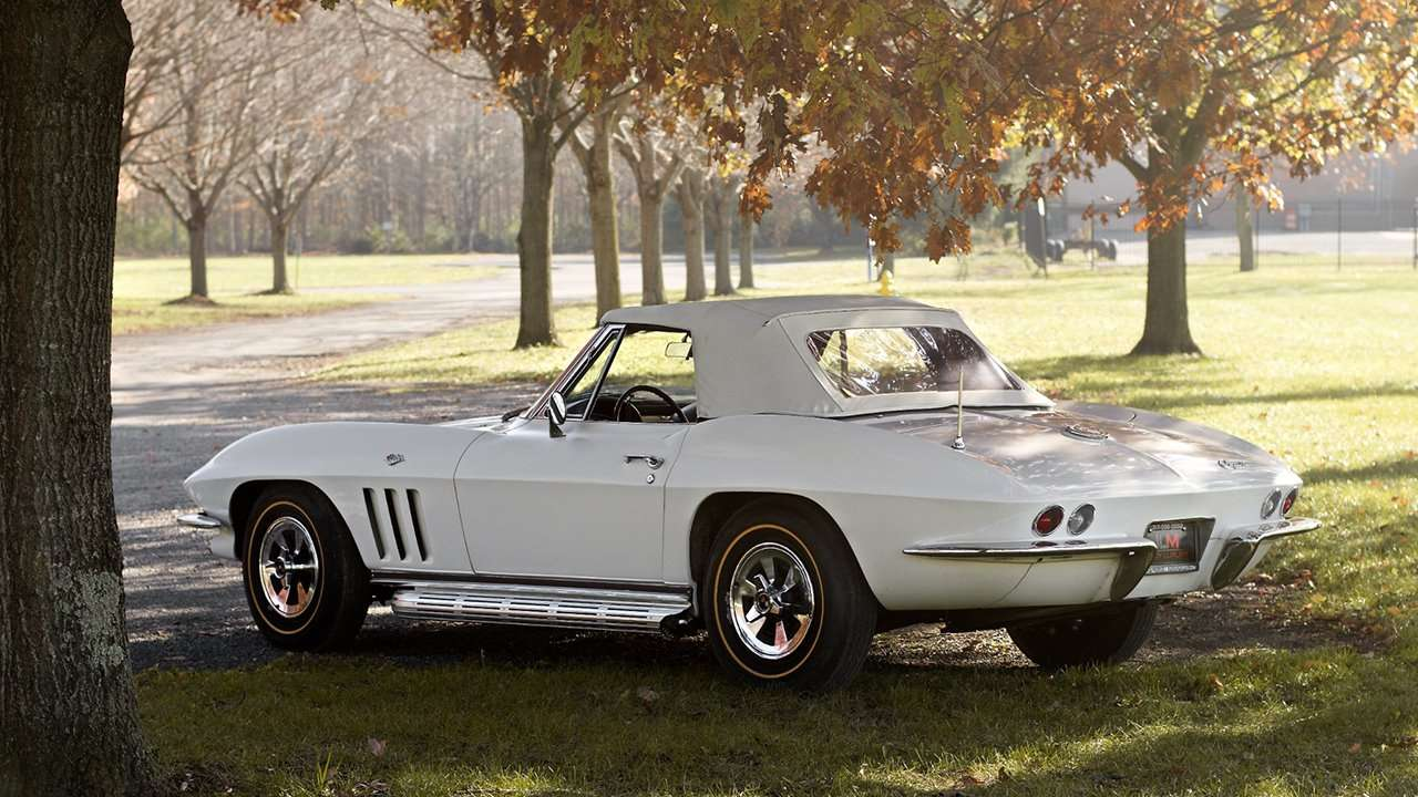 Chevrolet Corvette C2 Sting Ray (1963-1967) фото сзади
