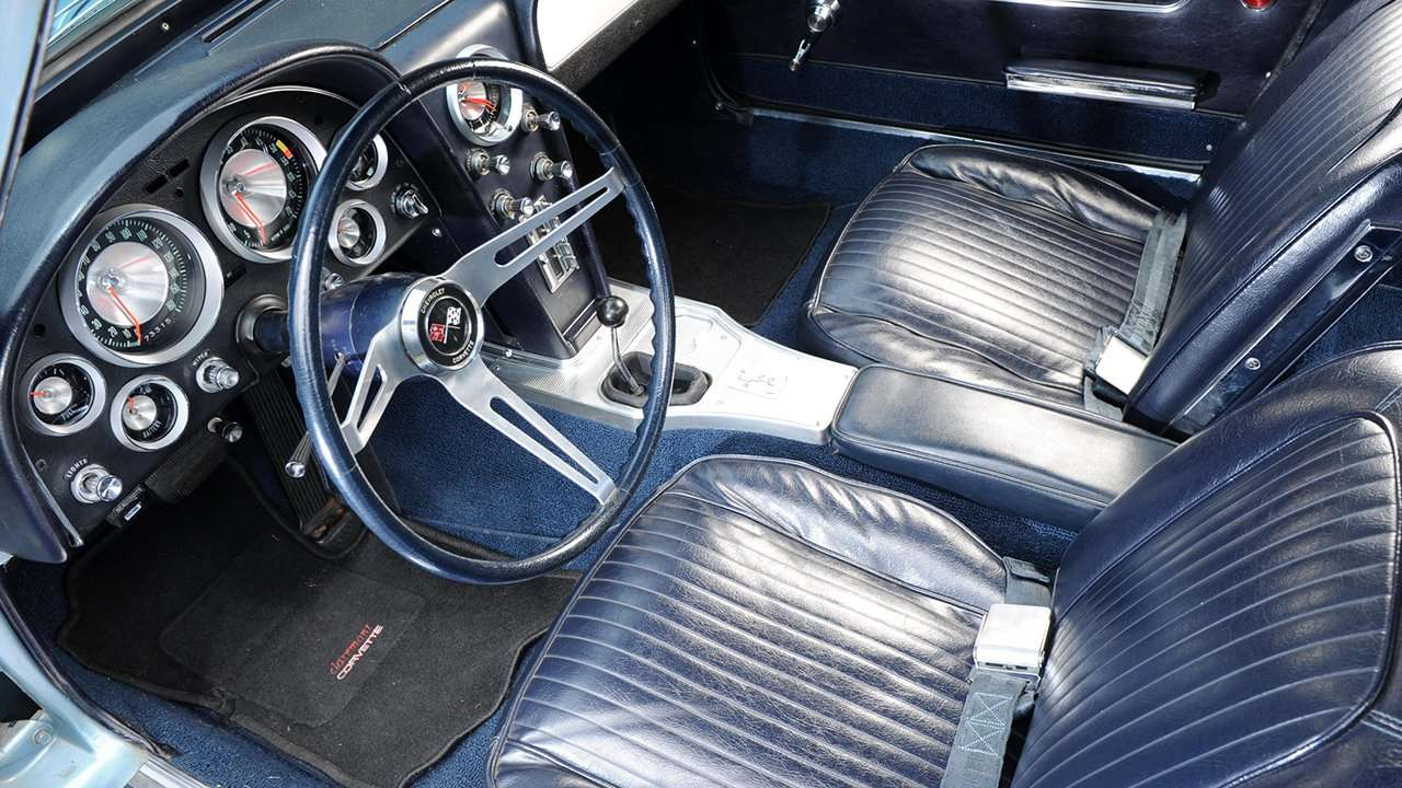 Интерьер Chevrolet Corvette C2 Sting Ray (1963-1967)
