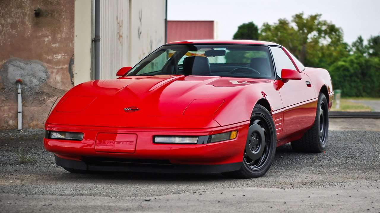 Передняя часть Chevrolet Corvette C4 Stingray (1983-1996)