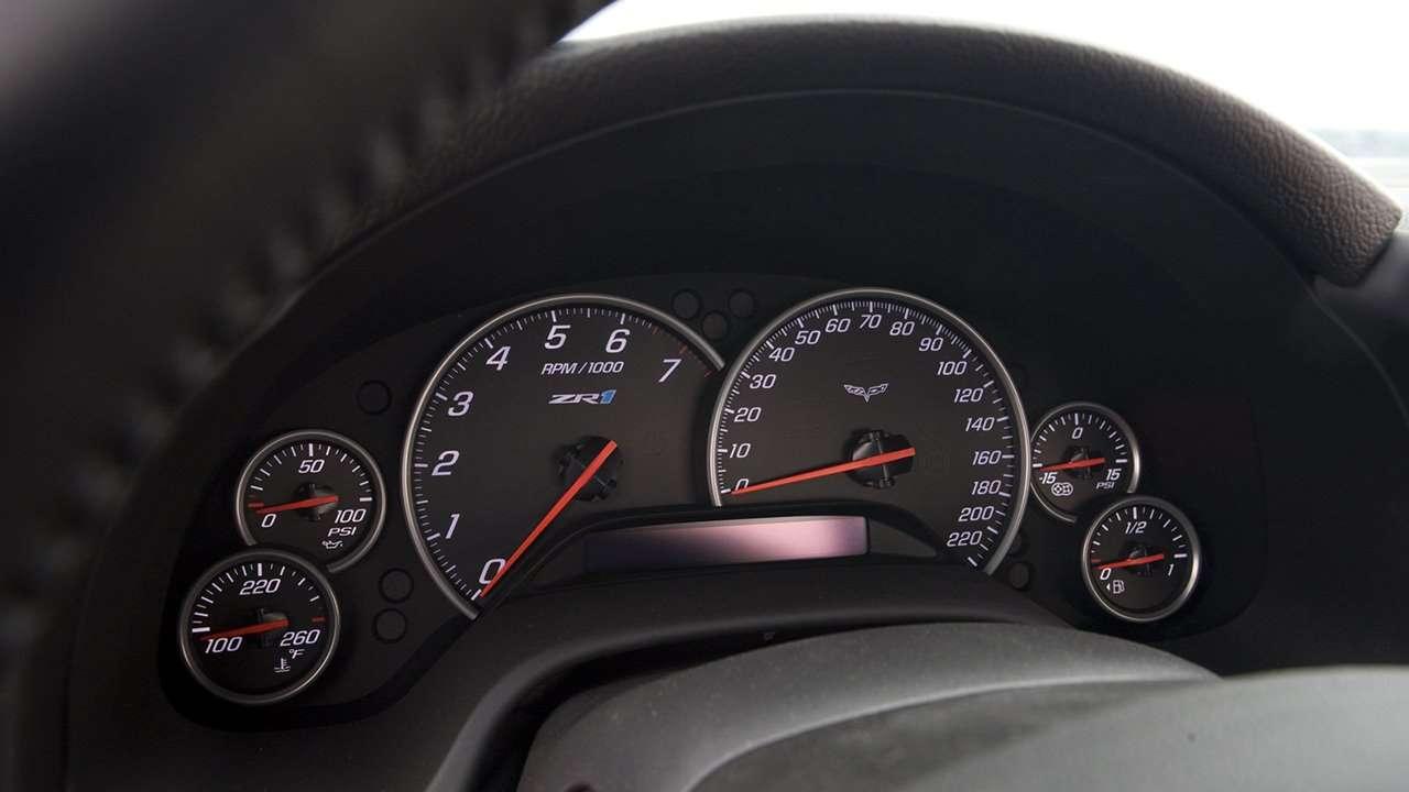 Панель приборов Chevrolet Corvette C6