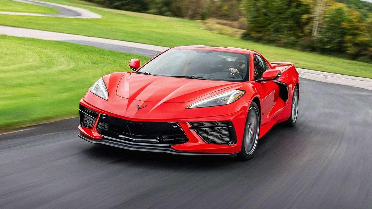 Красный Chevrolet Corvette 2020 спереди