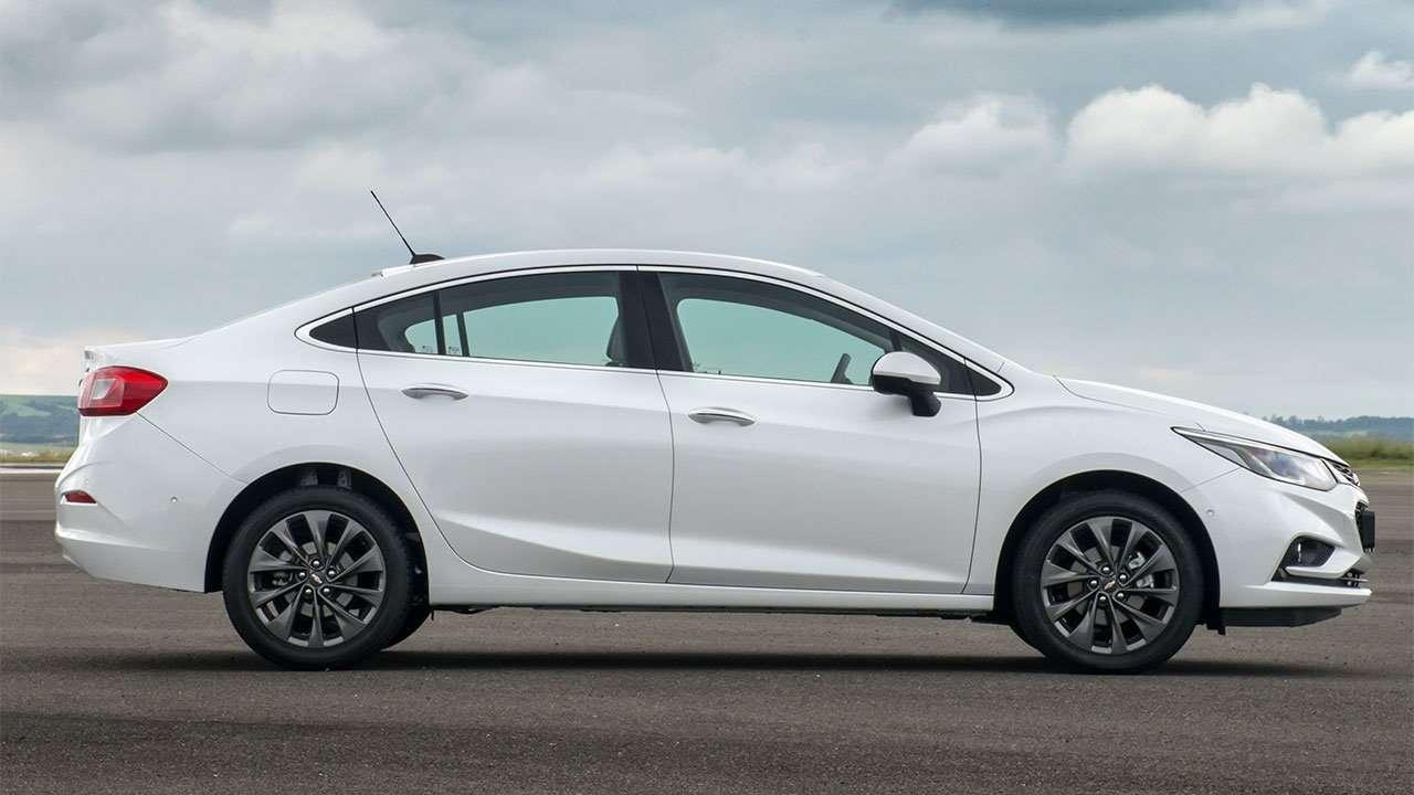 Блеый Chevrolet Cruze 2020-2021 сбоку