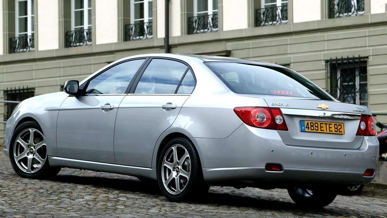 Chevrolet Epica фото сзади