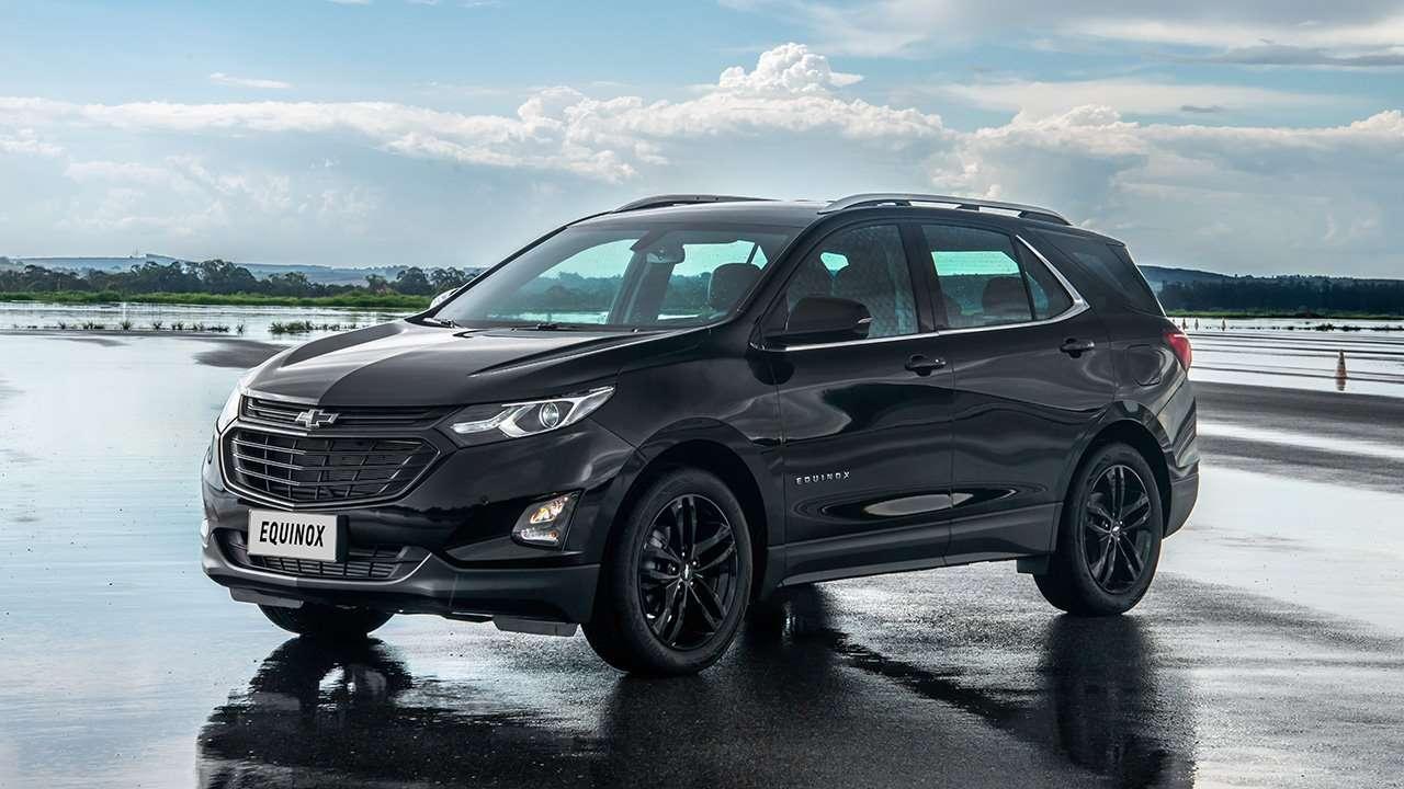 Черный кроссовер Chevrolet Equinox