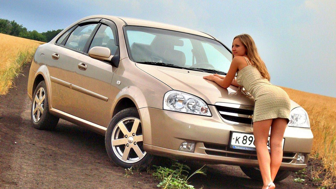 Фото Chevrolet Lacetti с девушкой