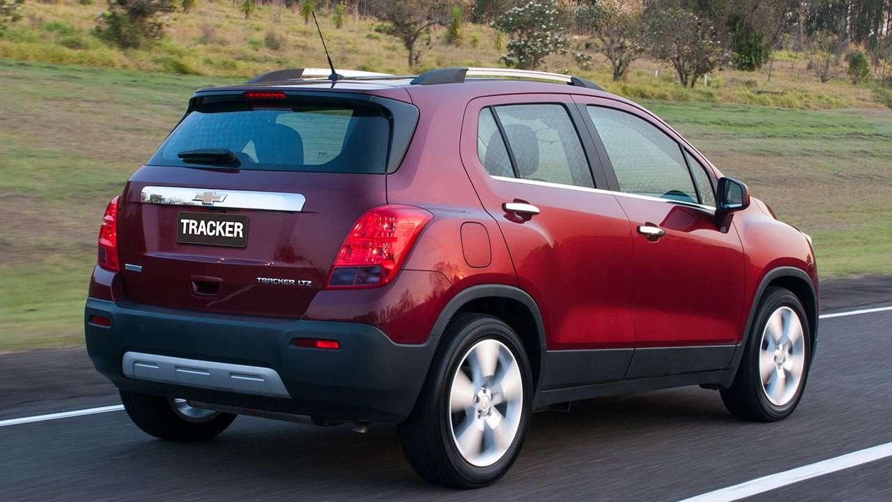 Chevrolet Tracker 2015-2016 фото сзади