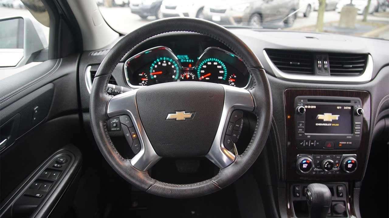 Фото руля Chevrolet Traverse 2017