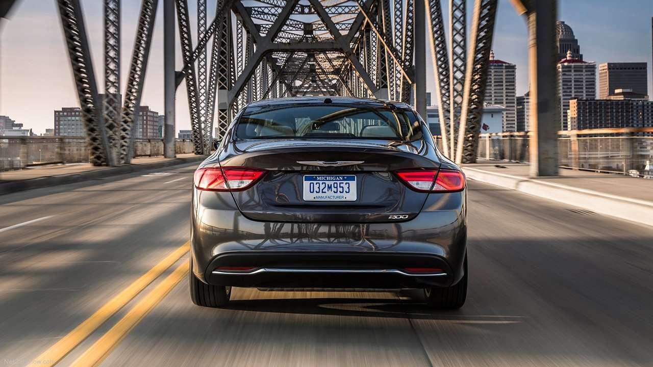 Chrysler 200 2016 фото сзади