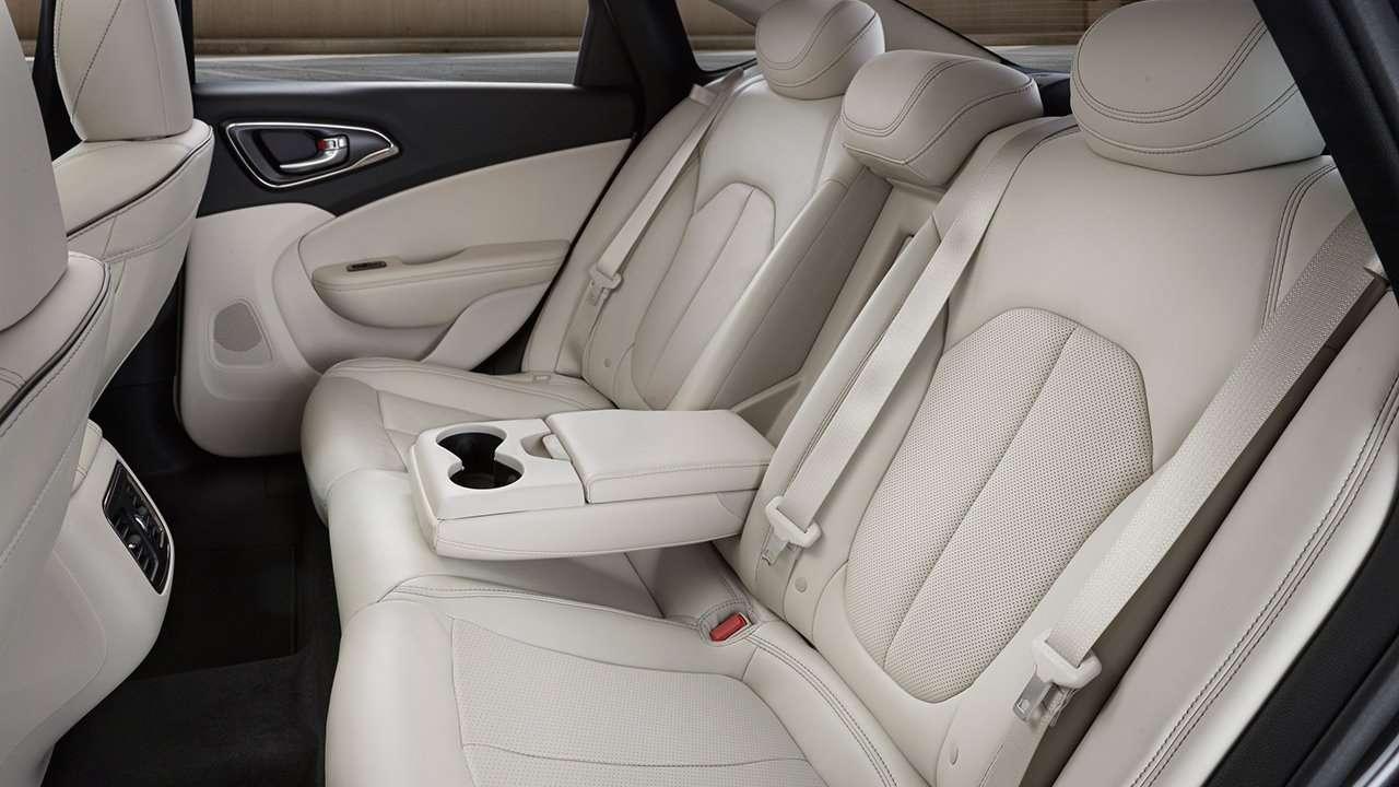 Chrysler 200 2016 сиденья