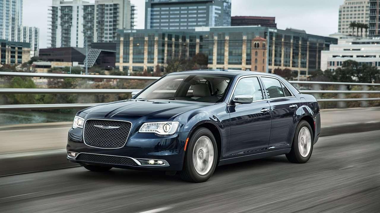 Chrysler 300C 2018 фото спереди