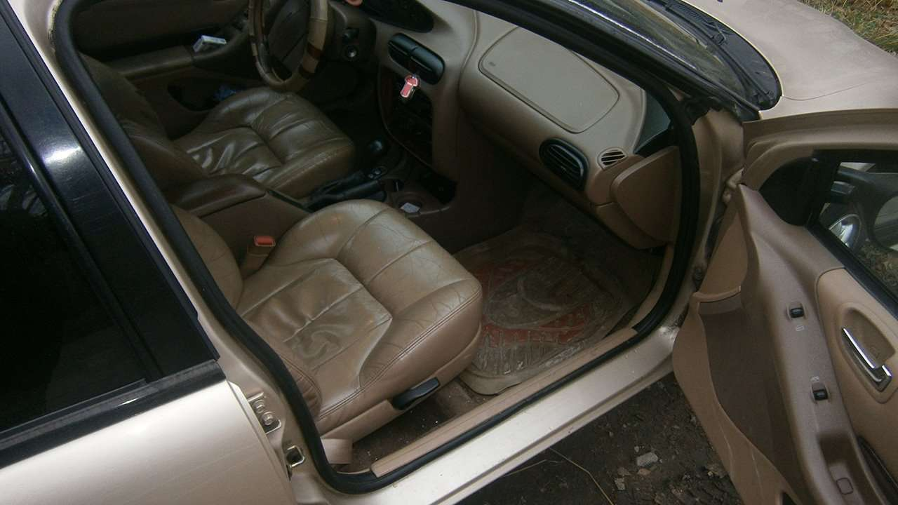 Chrysler Cirrus дверь