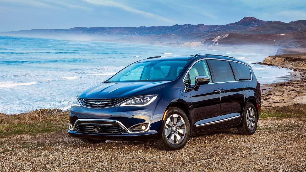 Chrysler Pacifica 2019-2020 фото спереди