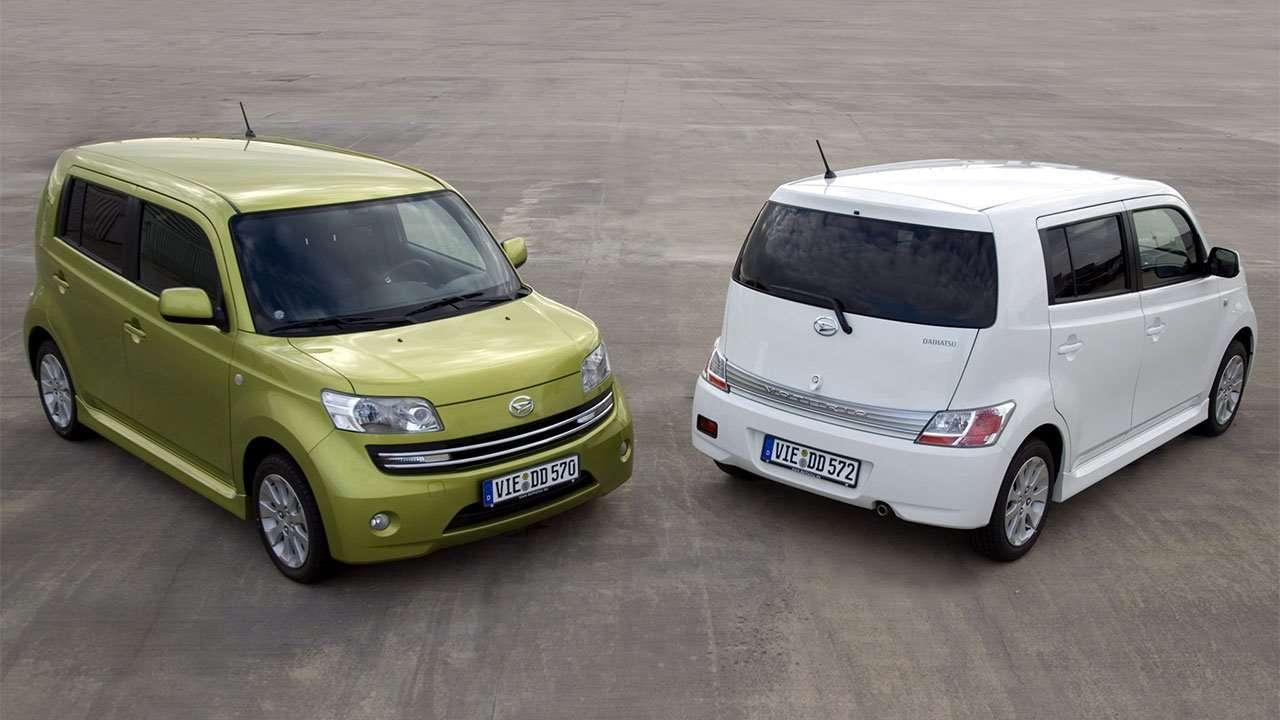 Два автомобиля Daihatsu Materia