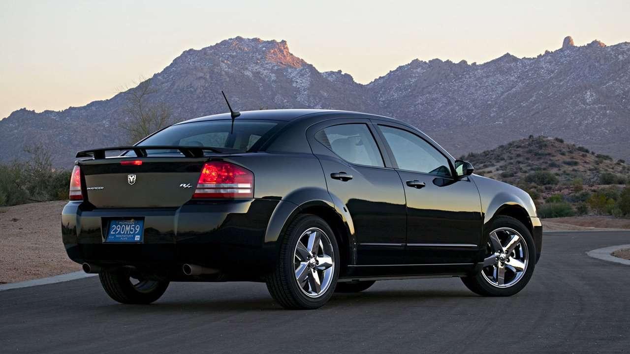 Dodge Avenger фото сзади