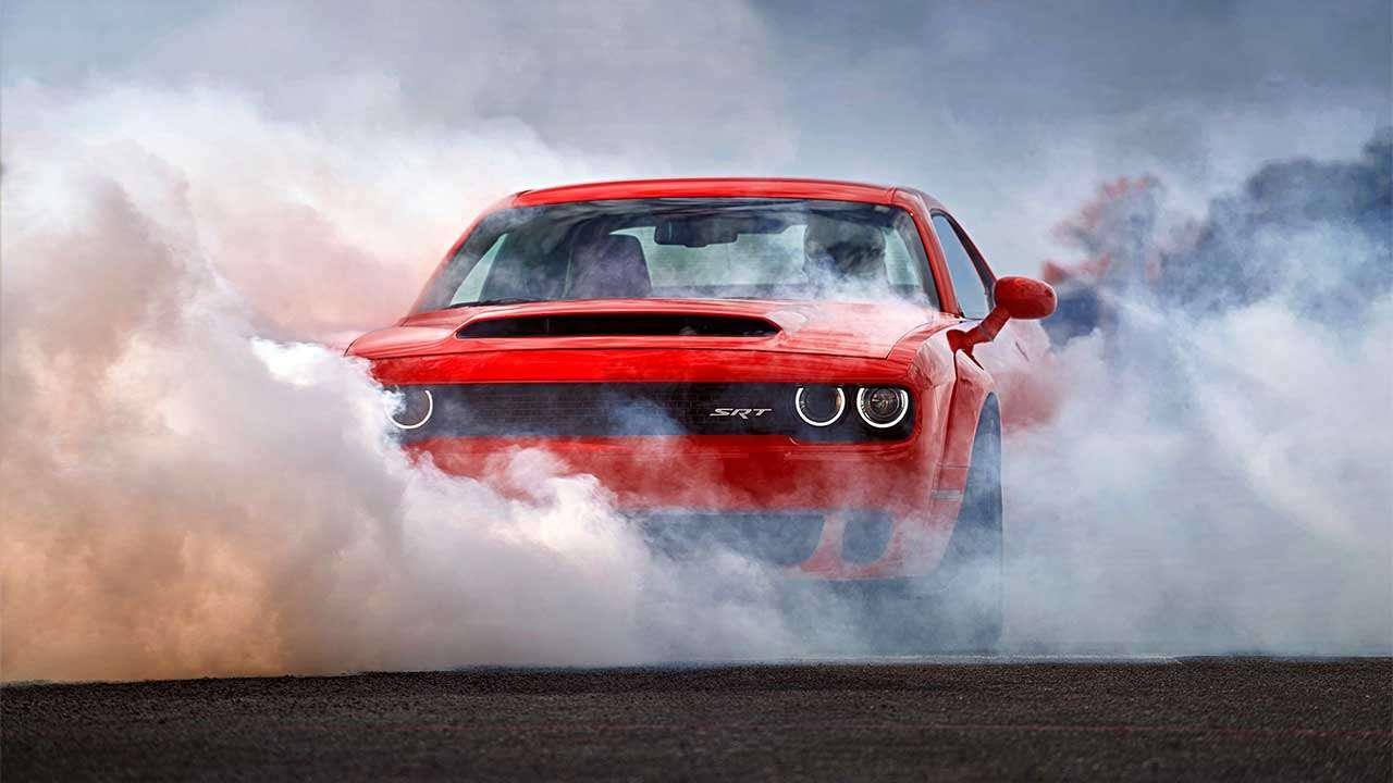 Dodge Challenger Demon в дыму