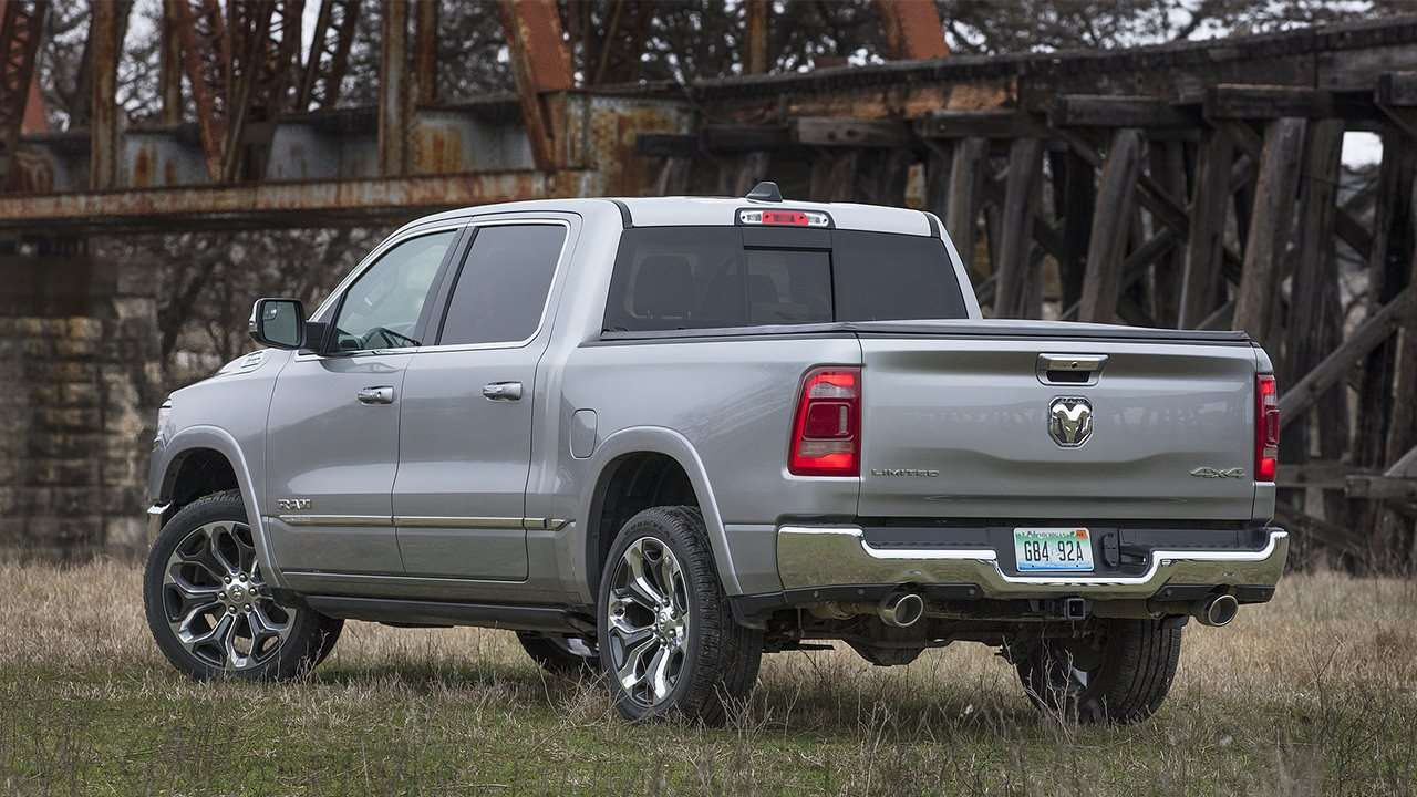 Dodge Ram 1500 (2020-2021) фото сзади