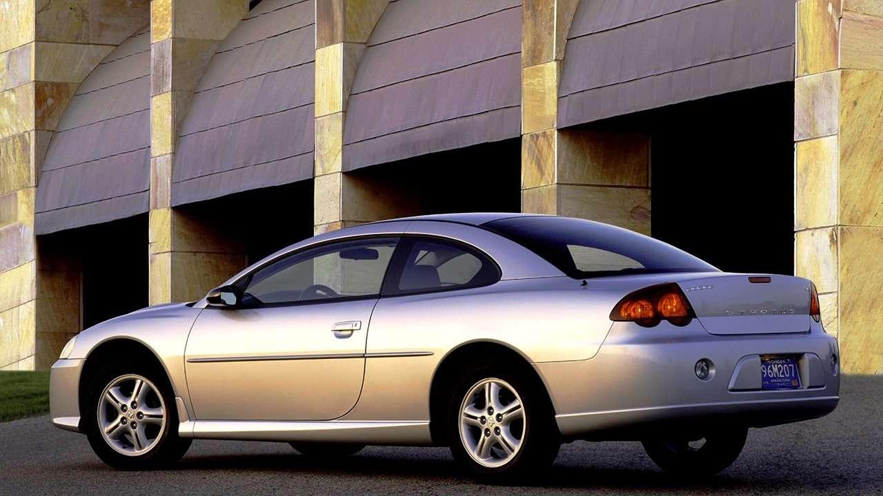 Dodge Stratus фото сзади