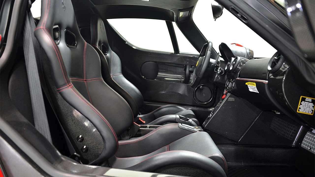 Фото сидений Ferrari Enzo