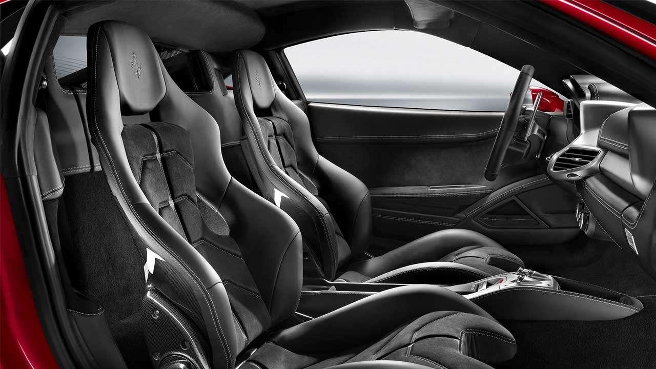 Спортивные кресла Ferrari 458
