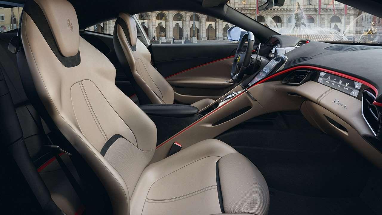 Передние сиденья Ferrari Roma