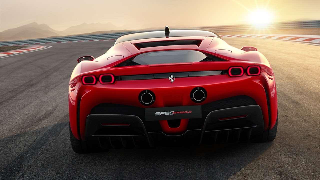 Корма красной Ferrari SF90