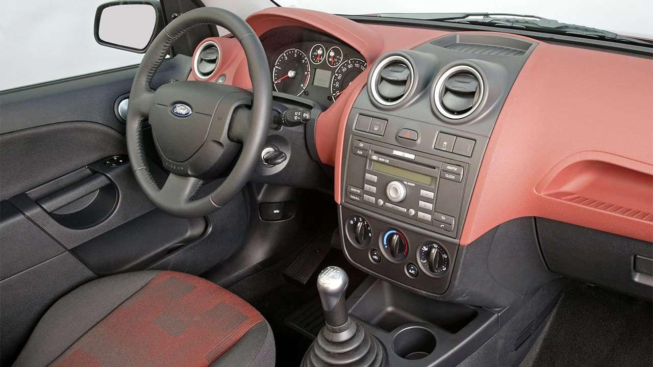 Фото салона Ford Fiesta Mk6