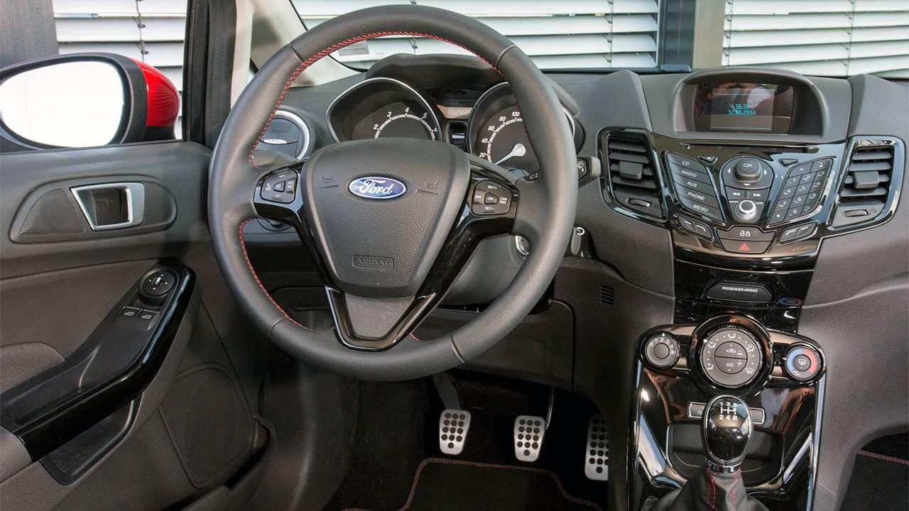 Фото салона Ford Fiesta Mk7