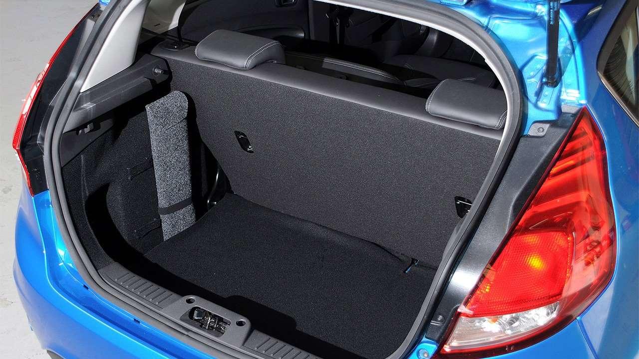 Фото багажника Ford Fiesta Mk7
