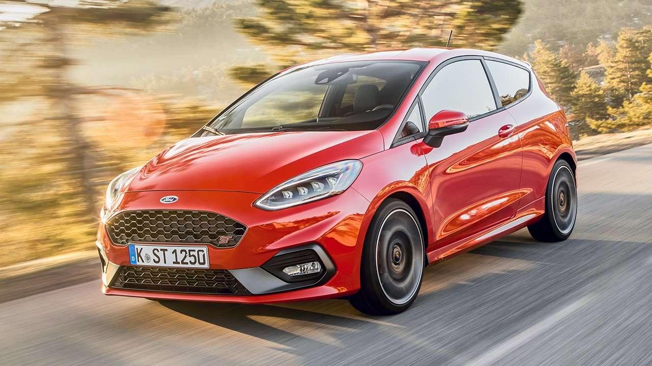 Ford Fiesta ST фото спереди