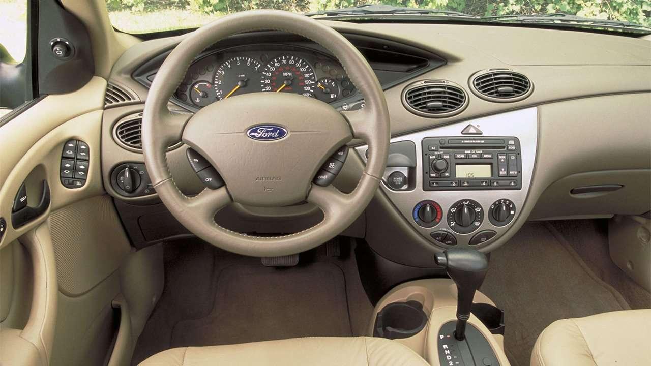 Салон первого поколения Ford Focus