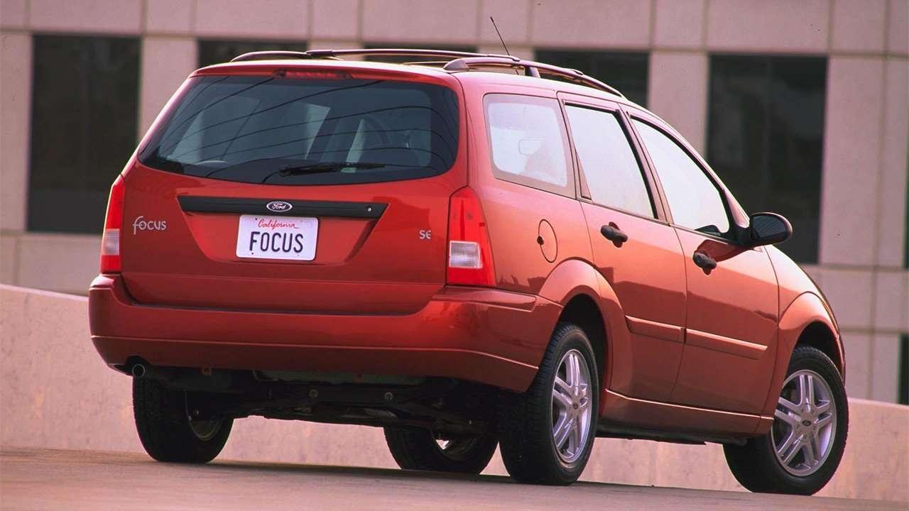 Задняя часть универсала Ford Focus 1