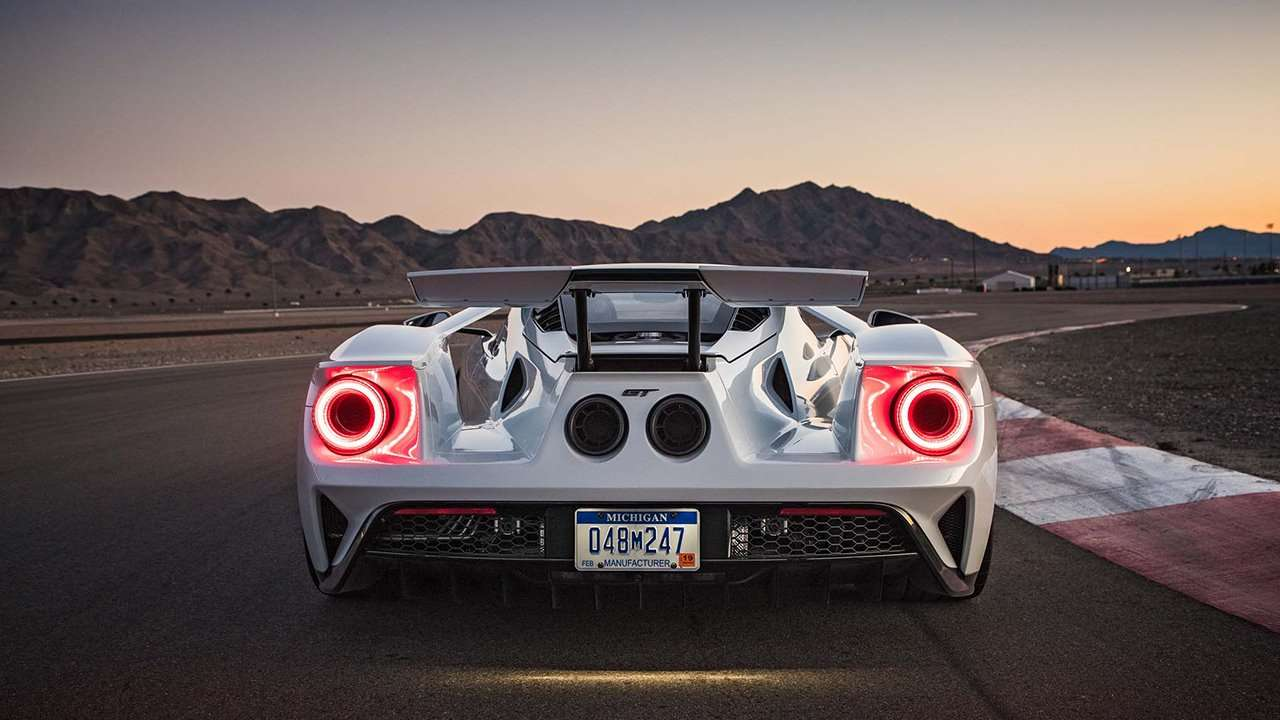 Ford GT (2020-2021) фото сзади