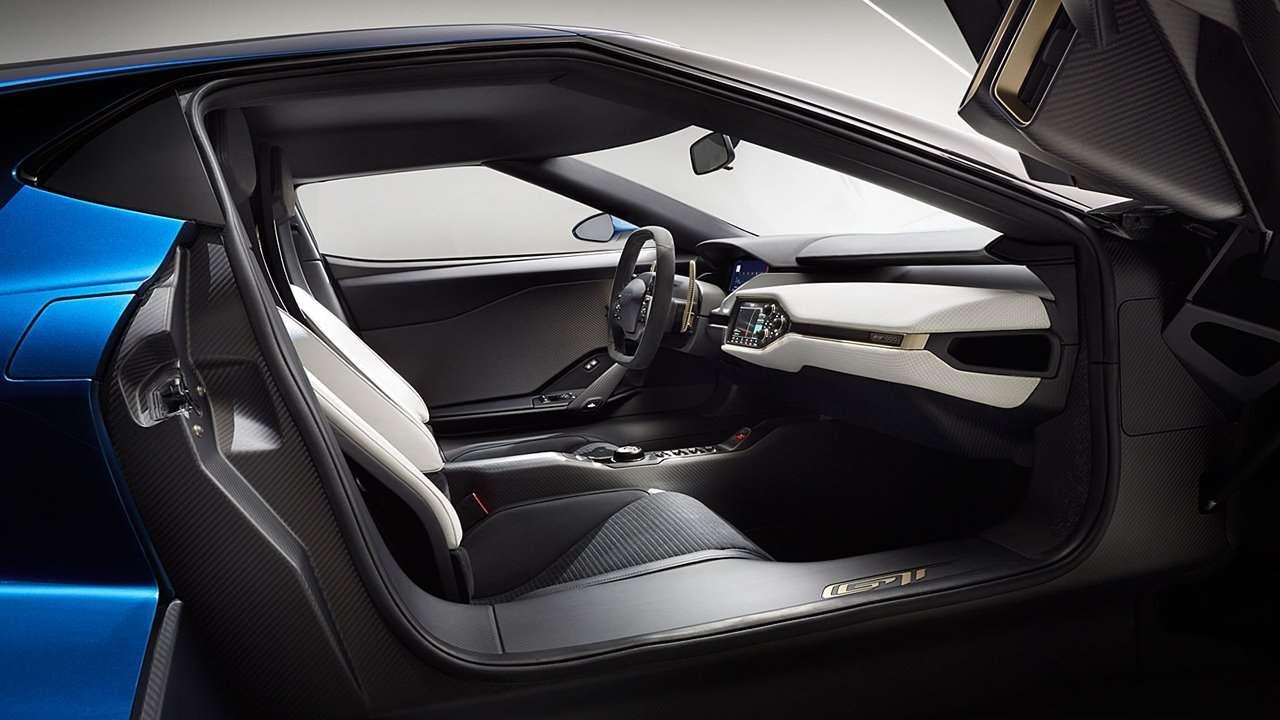 Интерьер Ford GT (2020-2021)