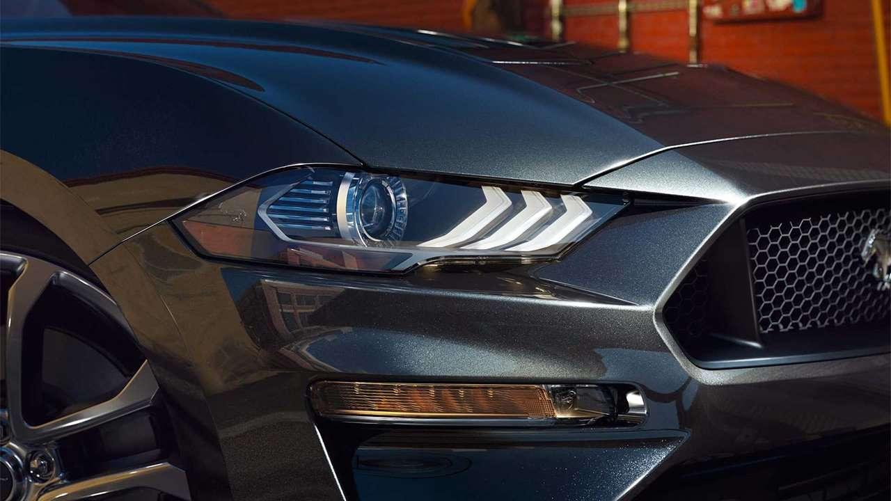 Головная оптика нового Ford Mustang
