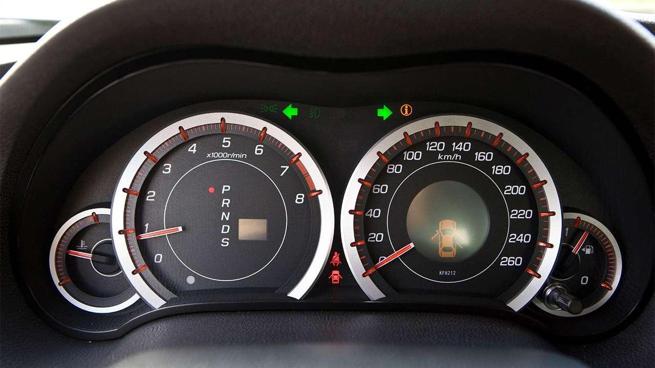 Панель приборов Honda Accord 8